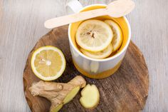 La saison d'hiver entraîne habituellement des rhumes et la grippe qui semblent entraînerdes symptômes désagréables. Heureusement, il existe quelques remèdes secrets qui vous aident à combattre les mucosités, réprimer les sinusites et vaincre les rhumes. Essayez ces 3 recettes la prochaine fois que vous sentez les reniflements arriver et dites-nous ce que ça donne! 1. …