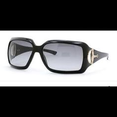 GUCCI SUNGLASSES SHADES SUNNIES Authentic comes with case and Gucci cloth Gucci Accessories Sunglasses