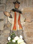 Église Saint-Jacques de Perros-Guirec (Côtes d'Armor). Saint Yves faisant l'homélie. Les ornements du prêtre : la barrette, le camail, le surplis et l'étole.