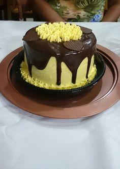 Bolo para meus amigos queridos De chocolate com mousse de maracujá.