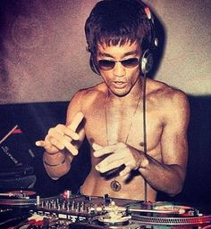 Bruce Lee dropping a beat!