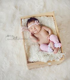 Aww....such a sweet 1 month old baby photo. {Prop Ideas} {Newborn Photo Session} {Baby Photography}