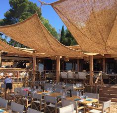 Outdoor Restaurant Patio, Terrace Restaurant, Outdoor Cafe, Outdoor Seating, Cafe Interior Design, Cafe Design, Beach Restaurant Design, Restaurant En Plein Air, Coffee Shop Design