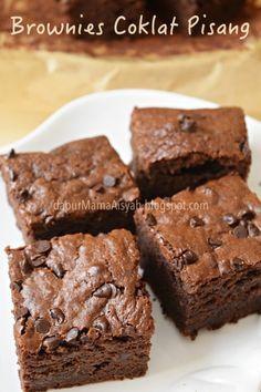 Bismillah..  Kalo dalam versi kue ( Rich & Moist Chocolate Banana Bread ), perpaduan coklat dan pisang kan udah jelas maknyusnya tuh. ...