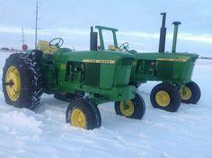 JOHN DEERE 4020 & 4320 Old John Deere Tractors, Jd Tractors, John Deere Equipment, Old Farm Equipment, Mario Silva, Venison Jerky, Starting A Farm, Tractor Implements, Classic Tractor