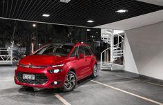 Nova geração da minivan Citroën vem com bancos individuais (de verdade), duas telas centrais e até lanterna destacável no porta-malas