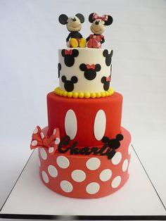 Mickey and Minnie Cake Bolo Fake Minnie, Mickey And Minnie Cake, Bolo Mickey, Mickey Cakes, Minnie Mouse Cake, Disney Mickey, Disney Frozen, Fancy Cakes, Cute Cakes