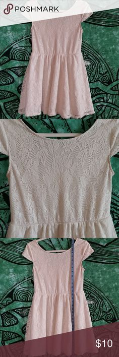 db6100cd4e4 White Lace White Slip Short Sleeve Dress White Lace White Slip Short Sleeve Dress  Size Large (Juniors)   picture is of back of dress. Elastic waist band No  ...