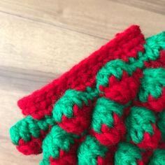 いちごのポーチ。 - まいにち、てしごと。 Crochet Food, Crochet Ideas, Pet Toys, Projects To Try, Blanket, Knitting, Satchel Handbags, Purses, Coin Purses