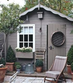10 spectacular designs that will make you want to own a she-shed - Chic thuishuisje, dekkende beits in een grijze taupe kleur, met een lief wit raampje. Grey Gardens, Back Gardens, Outdoor Gardens, Outdoor Sheds, Outdoor Buildings, Garden Buildings, Shed Interior, Small Sheds, Shed Colours