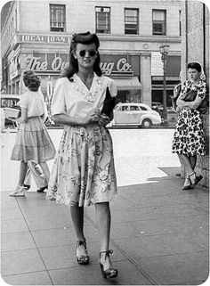 Killer 40s faux bang & side roll on this everyday femme fatale. Love the gal in the snood checking her out.