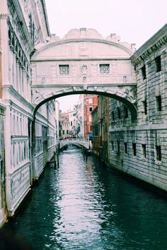 Bridge of Sighs in Venice, Italy, cover of the Thief Lord by Cornelia Funke