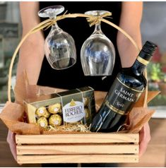 Creative Gift Baskets, Mother's Day Gift Baskets, Gift Hampers, Housewarming Gift Baskets, Valentine Gift Baskets, Christmas Gift Baskets, Valentine Gifts, Diy Food Gifts, Homemade Gifts