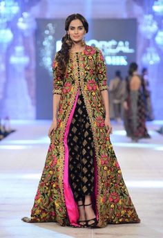 Latest trends in Beauty, Fashion, Indian outfit ideas, Wedding style on your mind? We bring to you hand picked collections for inspiration Pakistani Couture, Indian Couture, Pakistani Outfits, Indian Outfits, Pakistani Clothing, Pakistani Dress Design, Emo Outfits, Indian Attire, Indian Ethnic Wear