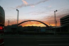 https://flic.kr/p/F8EmC7 | 하네다공항에서 : in Haneda Airport 5 | 하네다 공항에서 밤비행기를 탑승하기 전에 만나보는 노을. 밤 비행기는 이런저런 형태로 타봤지만 노을을 만나면서 탑승하는 것은 정말 오랜만이라서 묘하게 기분이 설레였습니다.