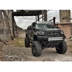 Apocalypse Toyota Tundra ... not a Yota girl but this look cool