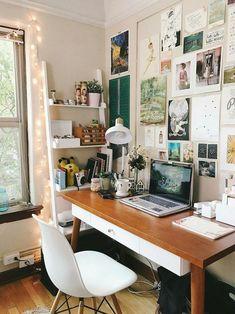 30 Best Desk Decor Design Ideas & Fun Accessoris DIYs for your welcome to my home Retro Home Decor, Home Office Decor, Office Ideas, Hipster Home Decor, Bedroom Office, Bedroom Decor, Wall Decor, Dorm Room Desk, Work Desk Decor