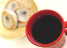 Good combination of dark roast coffee and rice cake filled with sweet bean paste.