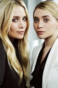 Parka London Loves: Mary-Kate and Ashley Olsen. The Olsen twins are like a timeless black dress. Never out of style, always beautiful. Mary Kate Ashley, Mary Kate Olsen, Ashley Olsen, Alexa Chung, Pretty People, Beautiful People, Amazing People, Olsen Twins Style, Olsen Sister