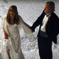 Jennifer Aniston and Owen Wilson Wed on 'Marley And Me' Set - Celebrity Bride Guide Movie Wedding Dresses, Wedding Movies, Wedding Film, Wedding Attire, Wedding Gowns, Owen Wilson, Kevin Costner, Jennifer Aniston Wedding Dress, Marley And Me