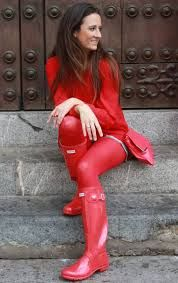 I love her red Tights and her shiny red Wellingtons are so sexy. Red Pantyhose, Pantyhose Outfits, Nylons, Hunter Boots Outfit, Hunter Rain Boots, Fashion Tights, Fashion Outfits, Cool Tights, Pantyhosed Legs