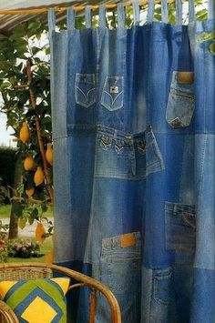 Made of Old Jeans Denim 2019 Idea: Denim Curtains among others such as purses stuffed animals covered furniture and many more ideas. The post Made of Old Jeans Denim 2019 appeared first on Denim Diy. Jean Crafts, Denim Crafts, Diy Jeans, Denim Curtains, Artisanats Denim, Denim Purse, Jean Diy, Denim Decor, Denim Ideas