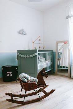 """Clémentine du Blog de Madame C vous présente la chambre de Jeanne, 7 mois. Un """"Viens dans ma chambre"""" teinté de liberty betsy porcelaine et de poésie. via @deuxpardeuxKIDS"""