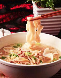 肉絲刀削麵  Noodles with pork & pickled vegetable   豚肉細切り刀削麵  Photo By Vicki Li