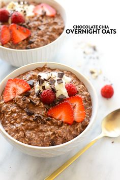 Get your chocolate fix for breakfast with these deliciously creamy (and healthy!) chocolate chia overnight oats!