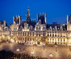 Paris City Hall (Hotel de Ville) is the largest in Europe. Best Vacation Destinations, Dream Vacations, France 3, Paris France, Hall Hotel, Places To Travel, Places To See, La Rive, Holiday Places