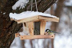 Futterhäuschen aus Holz selber bauen #vogelhaus