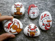50 DIY Christmas Rock Painting Ideas (44)