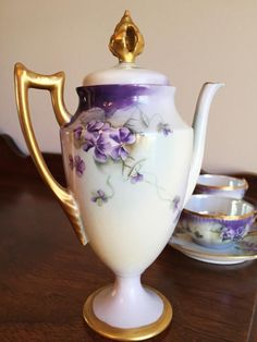 Antique Limoges Charles Field Haviland decorated - Gerard, Dufraisseix and Abbott porcelain Chocolate Pot set, circa This is a beautiful set that includes Chocolate Pot and 3 Cups and Saucers. Tea Sets Vintage, Vintage Coffee, Tea Pot Set, Pot Sets, Sweet Violets, China Tea Sets, Teapots And Cups, Chocolate Pots, Loose Leaf Tea