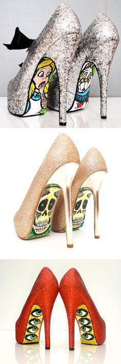 Sapatos de salto com influência de Pop art e graffiti