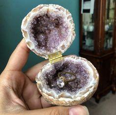 Each geode box is one of a kind. Crystals Minerals, Crystals And Gemstones, Wedding Ring Box, Dream Wedding, Crystal Room, Engagement Box, Diy Resin Art, Amethyst Geode, Crystal Wedding