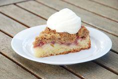 Strawberry crumb cake with whipped cream / Jordbærkage med flødeskum