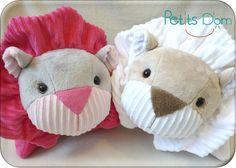 P1220483_blog Peluche Lion, Sewing Studio, Dinosaur Stuffed Animal, Teddy Bear, Knitting, Toys, Blog, Animals, Couture