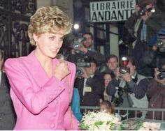 It was 9pm on 3 March, 1994, and paparazzi photographers Mark Saunders and Glenn Harvey were sipping coffee in Kensington, west London. The pair had spent the day attempting to photograph the most famous woman in the world, without success. Then Harvey's cell rang; Princess Diana had been...