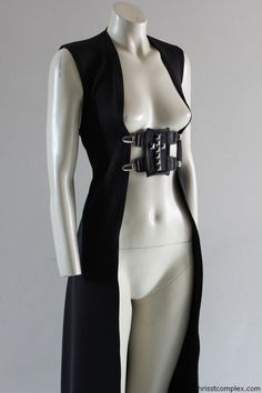 Looks like an easy diy. Would change the buckle front and just use a wide belt.