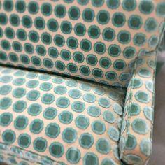 Yummy @manuelcanovas love seat! Hugo's reupholstery is what's upppp! #interiordesign #style #reupholstey #green #velvet