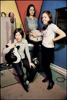 Live Music, Rock Music, Punk Rock Girls, Carrie Brownstein, 2000s Music, Youth Subcultures, Grunge, Riot Grrrl, Women In Music