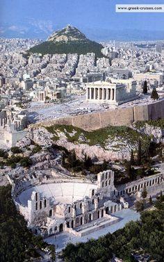 L'acropoli di Atene fu costruita nel V secolo a.C. in età periclea dopo la vittoria sui persiani, che l'avevano distrutta con le invasioni. Per finanziare i lavori Pericle utilizzò gran parte del tesoro della lega Delio-Attica