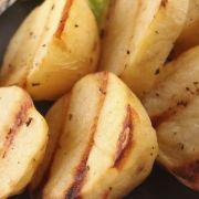 Aardappellen met knoflook en ui uit de oven recept
