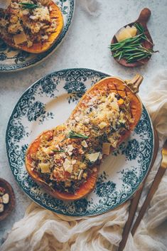 Butternut stuffed with pasta, chestnuts & feta Plats Healthy, Feta, Butternut Squash, Ratatouille, I Love Food, Vegetarian Recipes, Food And Drink, Meals, Dishes