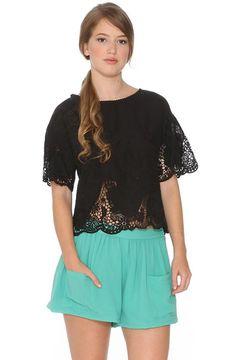*Look del día* Recordamos este look Colette con blusita calada que muy pronto encontraréis también REBAJADA en la web y en tienda! Faltan muy pocas horas, ya está casi todo listo   AQUÍ > http://www.colettemoda.com/producto/top-encaje/  #colettepalencia #moda #casual #rebajas #verano