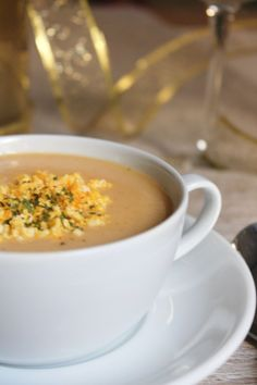 Crema de langostinos. Food N, Food And Drink, Starters Menu, Bisque Recipe, Bacon Soup, Mexican Food Recipes, Ethnic Recipes, Christmas Cooking, Pinterest Recipes
