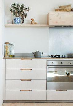 Current obsession: Plywood kitchens — Caroline Rowland - plywood kitchen – Sustainable Kitchens simple modern kitchen home interior wood - Kitchen On A Budget, New Kitchen, Kitchen Dining, Kitchen Decor, Family Kitchen, Kitchen Tips, Kitchen Ideas, Plywood Kitchen, Wooden Kitchen