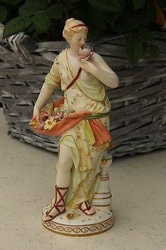 KPM-Berlin Porzellanfigur-- Dame aus der Antike mit Blumenkorb
