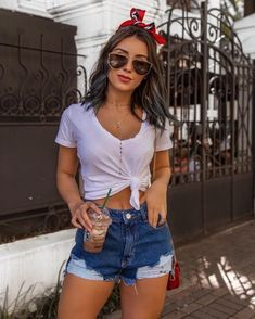 109 simple spring outfits with jeans & sneakers for everyday style – page 1 Cute Summer Outfits, Cute Casual Outfits, Stylish Outfits, Spring Outfits, Girl Outfits, Fashion Outfits, Autumn Outfits, Fashion Trends, Casual Pants
