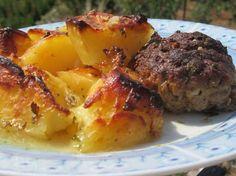 Πατάτες στον φούρνο με μπιφτέκια !!! ~ ΜΑΓΕΙΡΙΚΗ ΚΑΙ ΣΥΝΤΑΓΕΣ